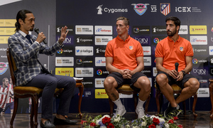 We accompany Torres and Raúl García to the training