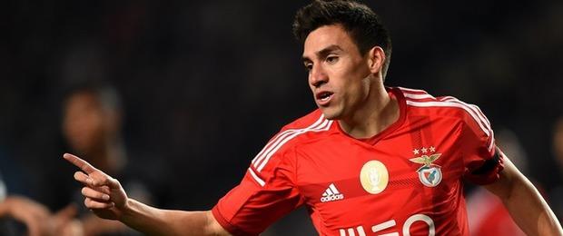 Gaitán con el Benfica