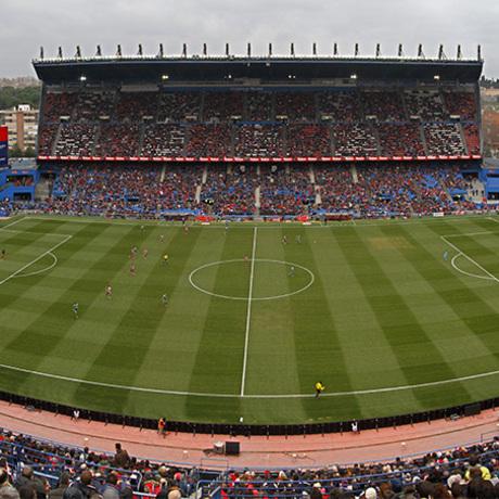 Club atl tico de madrid gran ambiente en el calder n for Oficinas atletico de madrid