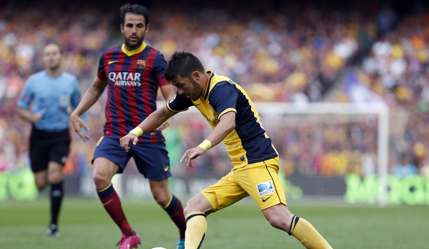 Temporada 2013-2014. David Villa intenta controlar un balón. Foto: A. G.