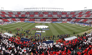 Temporada 14-15. Jornada 22. Atlético de Madrid-Real Madrid. Tifo del estadio.