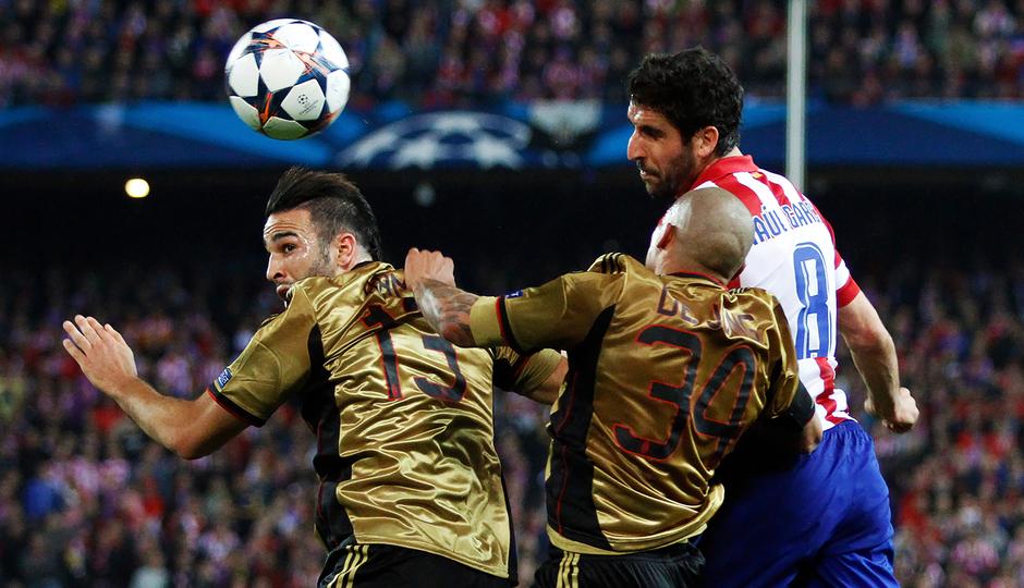 temporada 13/14.  Partido de la Liga de Campeones.  Atlético de Madrid-AC Milán.  Gol de Raúl García