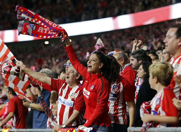 Temp. 17-18 | Atlético de Madrid-Villarreal | Afición celebrando gol 1