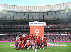Temp. 17-18 | Atlético de Madrid - Eibar | Homenaje a Torres | Torres con sus compa?eros